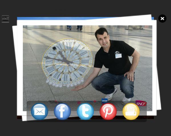 Illustration de Borne photo réseaux sociaux, mail et ftp, 410441349