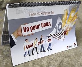 Illustration de Impression de calendriers en live, 235066433